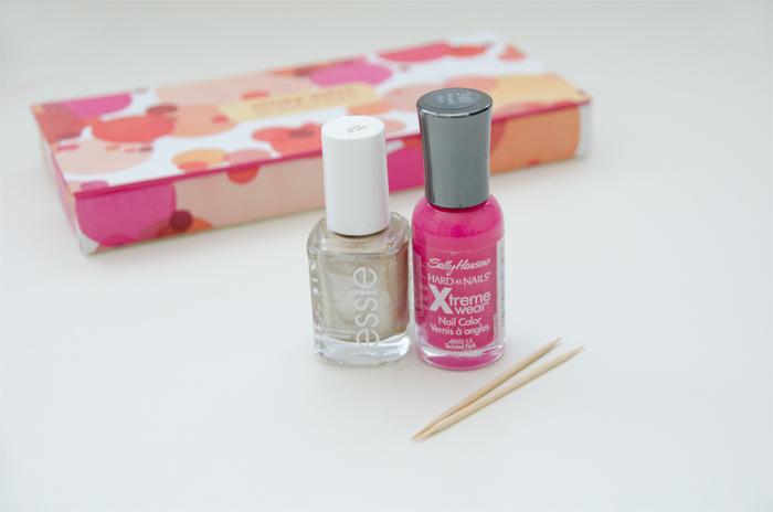 Nail-polish-gold-dots