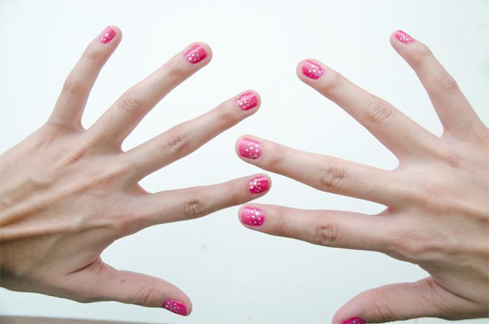 Pink-and-gold-dots-nails